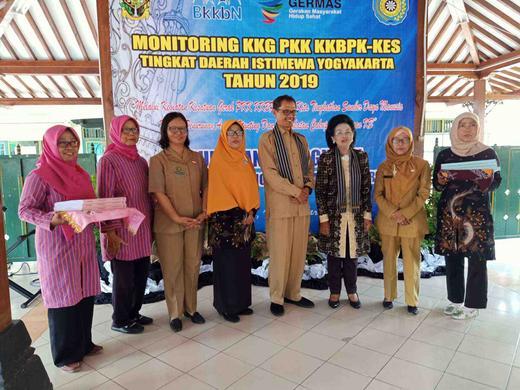 Antusias Warga Wirogunan dalam Menerima Tim Evaluasi KKG PKK KKBPK dan Kesehatan Tingkat DIY