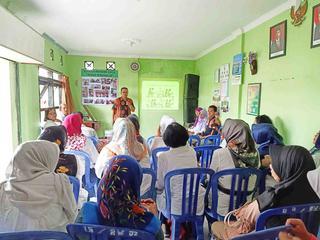Pokja III PKK Kota Probolinggo Studi Replikasi Bank Sampah di RW 02 Bintaran, Kel. Wirogunan