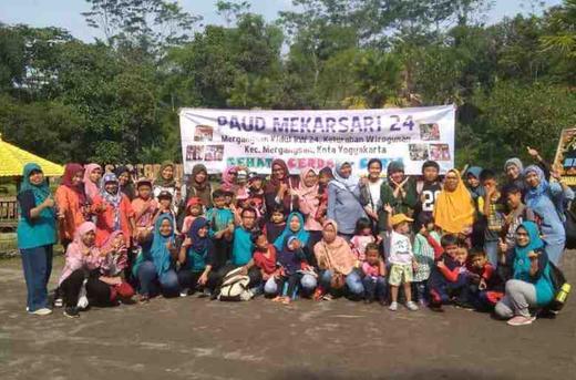 SPS PAUD Mekarsari 24  Kelurahan Wirogunan Menutup Kegiatan Belajar 2019 dengan Outbond
