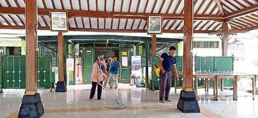 Kelurahan Wirogunan Gotong Royong Antisipasi Cegah COVID-19