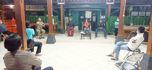 Penyemprotan Disinfektan di Kel. Wirogunan sebagai Aksi #GASAKita