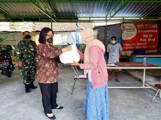 Aksi Sosial Gotong Royong  Untuk Warga Terdampak Covid-19 di RW 24 Kampung Mergangsan