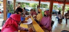 Warga Wirogunan Terima Bantuan Sosial Gubernur DIY