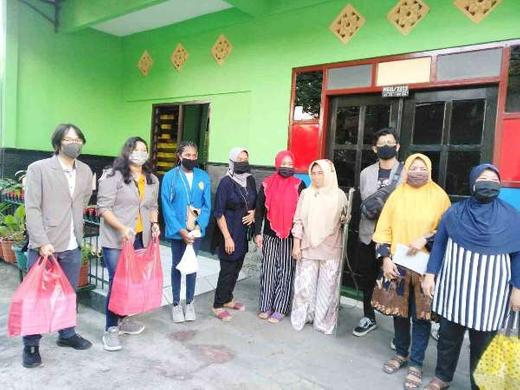 Relawan GEPEMATA RW 24 Sambangi Setiap Rumah Balita